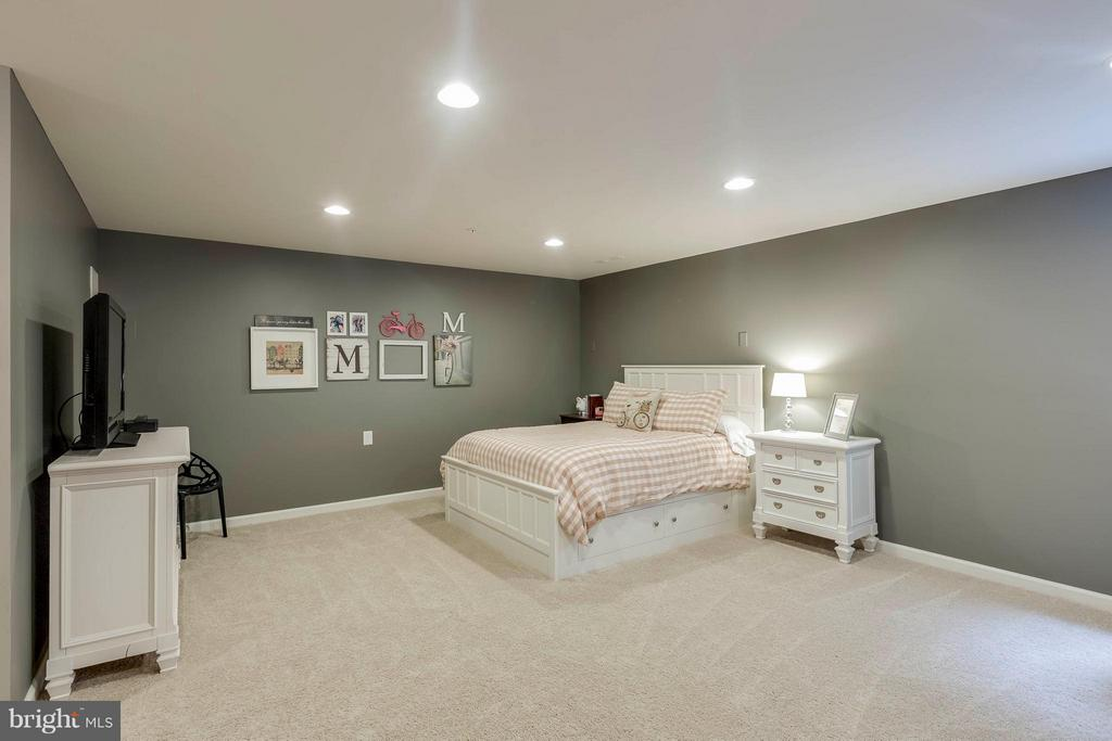 Main level bedroom (open to garage entryway) - 6927 COUNTRY CLUB TER, NEW MARKET