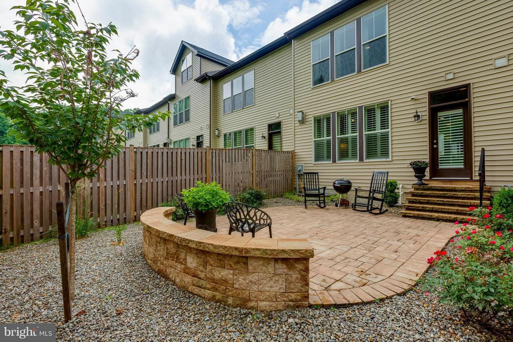 Paver patio with easy care yard, form and function - 6927 COUNTRY CLUB TER, NEW MARKET