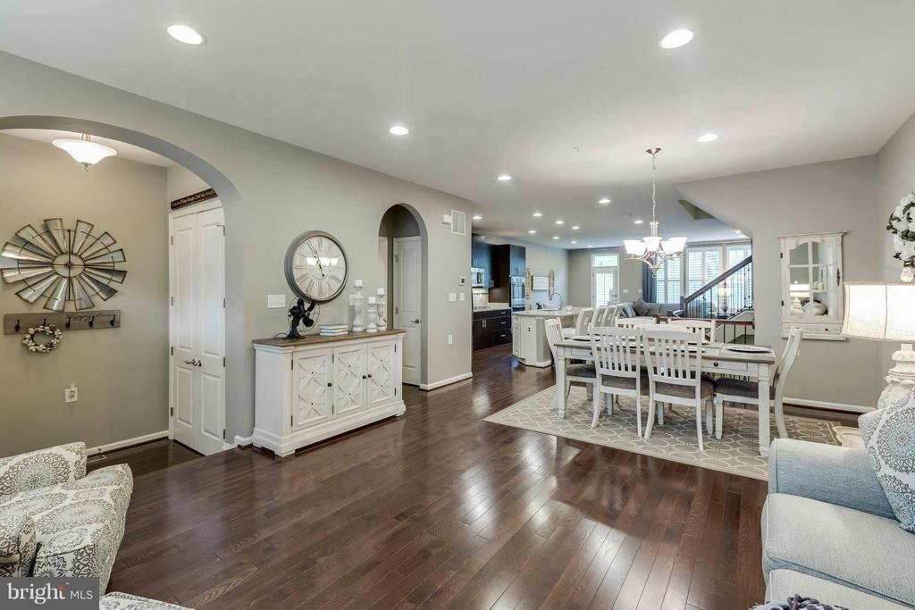 Gleaming and rich chocolate-toned floors - 6927 COUNTRY CLUB TER, NEW MARKET