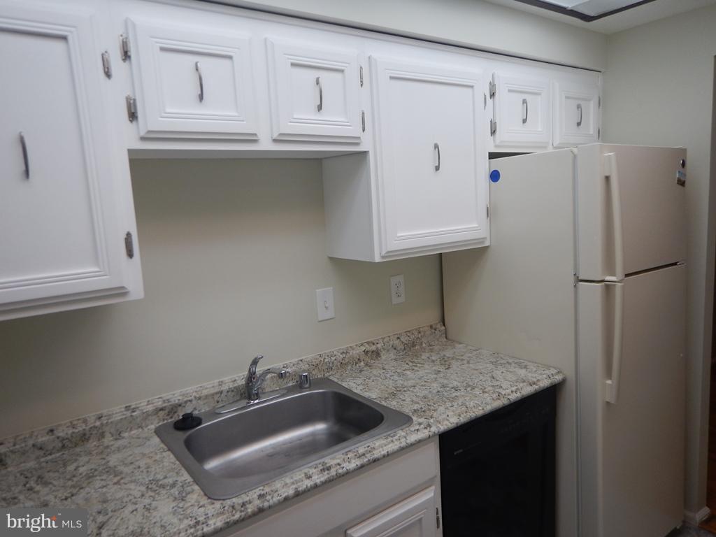 Kitchen - 7700 TREMAYNE PL E #101, MCLEAN