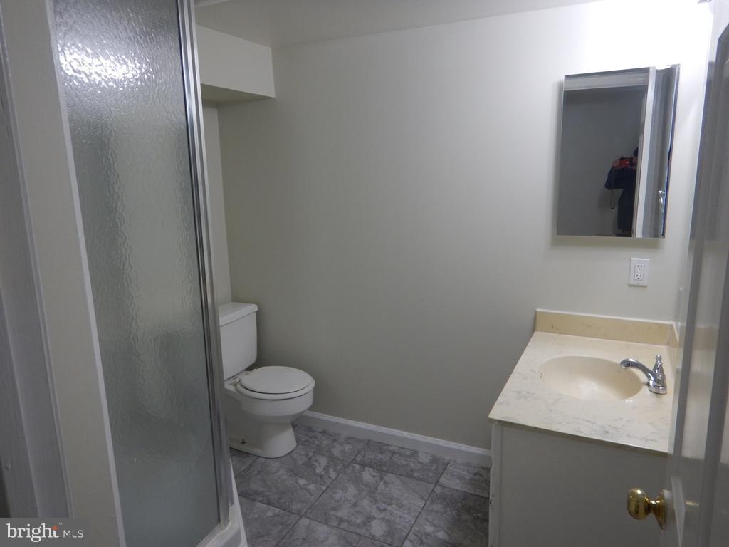 Bath - 7700 TREMAYNE PL E #101, MCLEAN