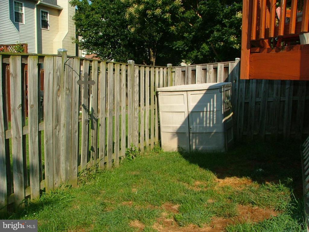 Large Fenced Backyard - 843 SMARTTS LN NE, LEESBURG
