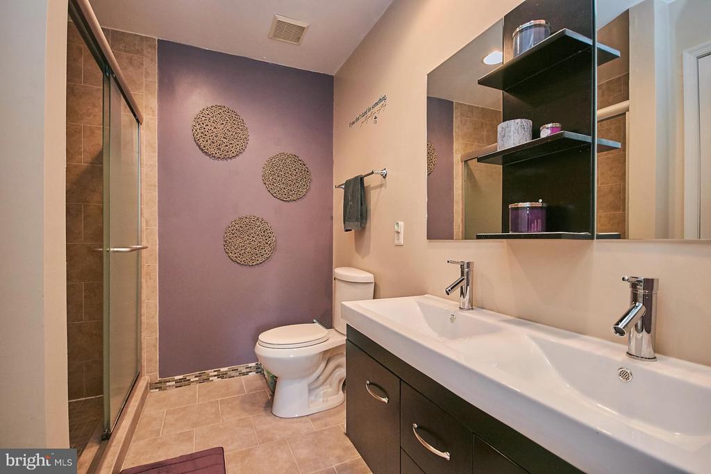 Bath (Master) - 5957 EARLSTON CT, ALEXANDRIA