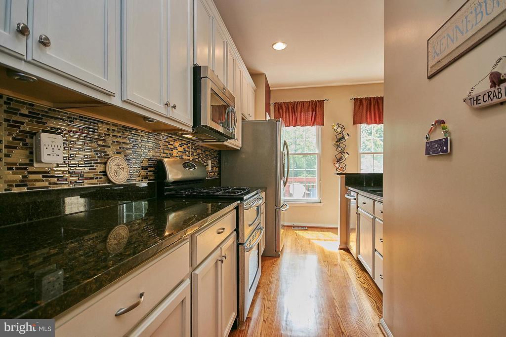 Kitchen - 5957 EARLSTON CT, ALEXANDRIA