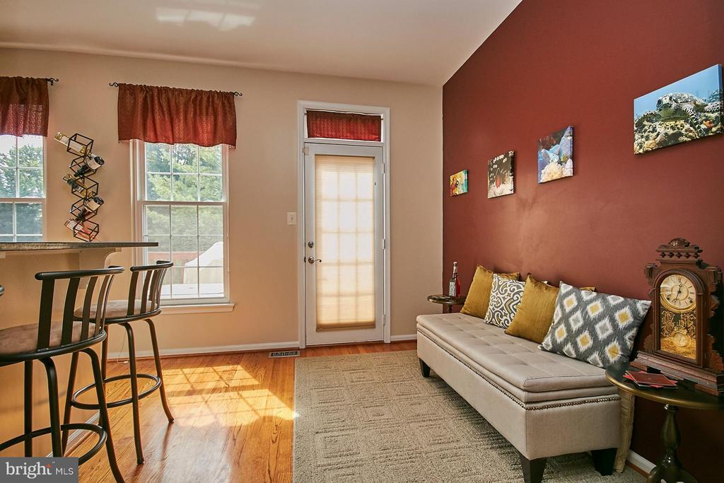 Family Room - 5957 EARLSTON CT, ALEXANDRIA