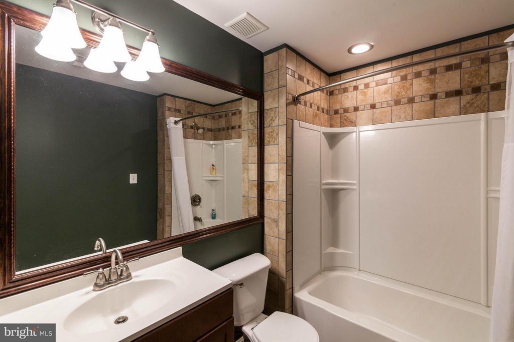 Bath - 42994 CHESTERTON ST, ASHBURN