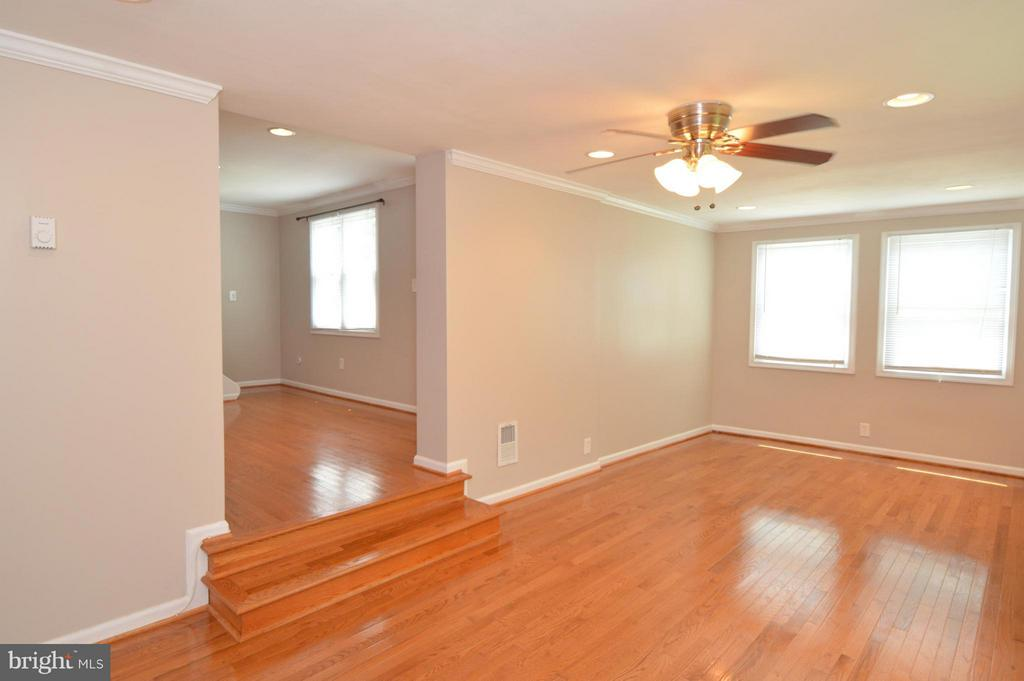 Family Room - 10704 MAPLE ST, FAIRFAX