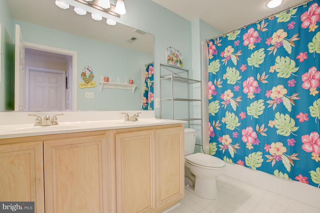 hall bath has double sinks - 205 LEONARD RD, FREDERICKSBURG