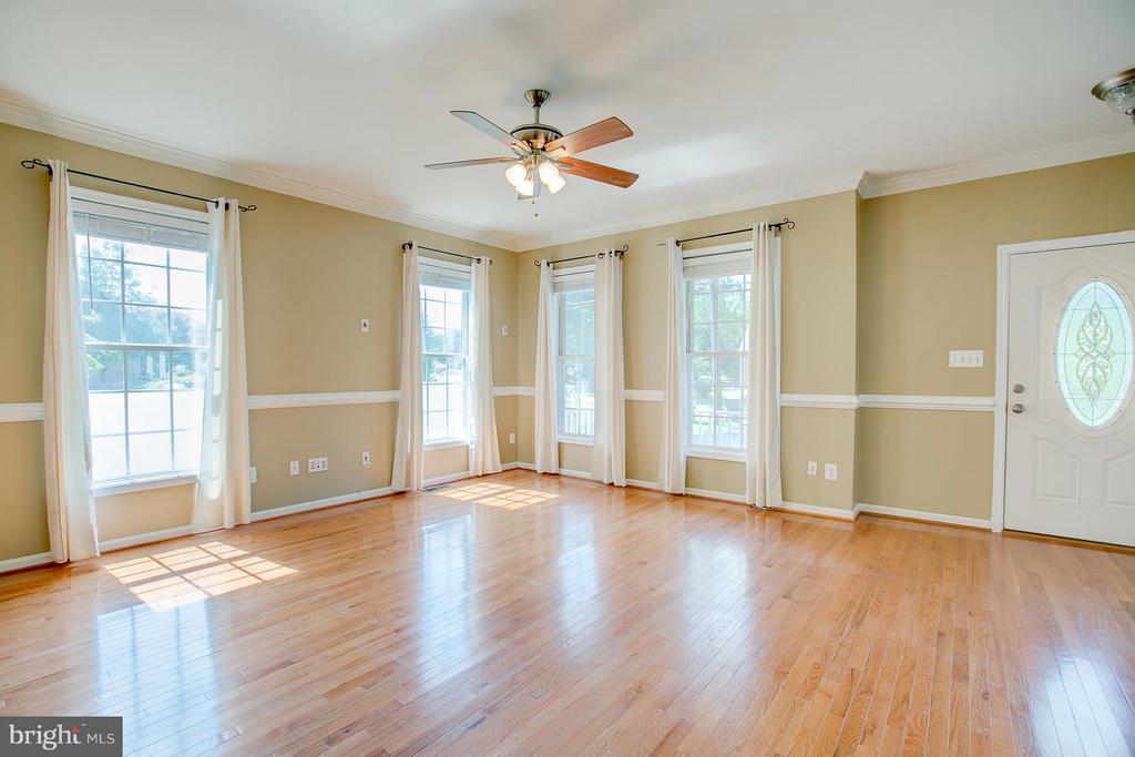Living room with hardwood - 205 LEONARD RD, FREDERICKSBURG
