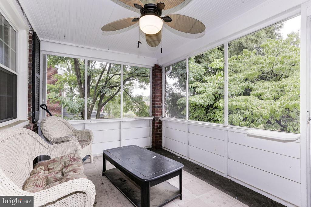 Front porch - 3107 HIGH ST, ARLINGTON