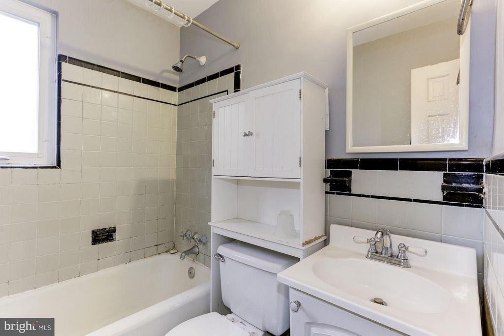 Bath - 3107 HIGH ST, ARLINGTON