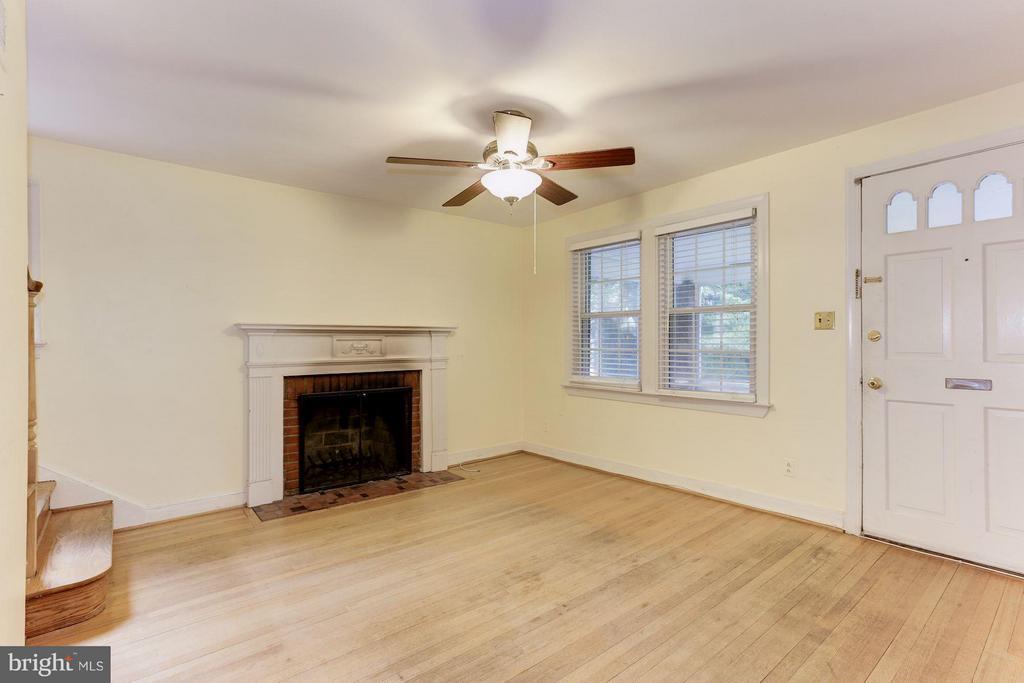 Living Room w/ wood burning fireplace - 3107 HIGH ST, ARLINGTON