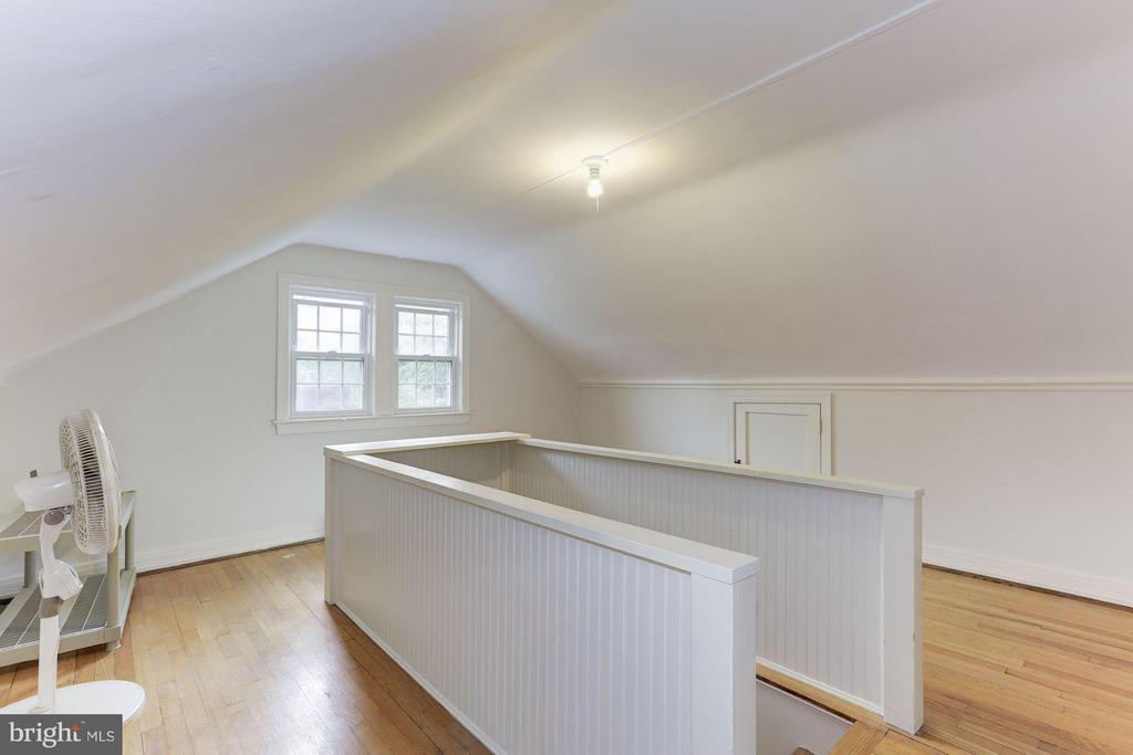 Finished attic - 3107 HIGH ST, ARLINGTON