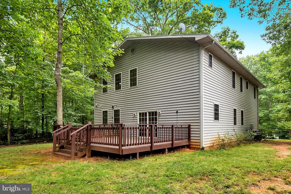 Large deck for entertaining - 3116 LAKEVIEW PKWY, LOCUST GROVE