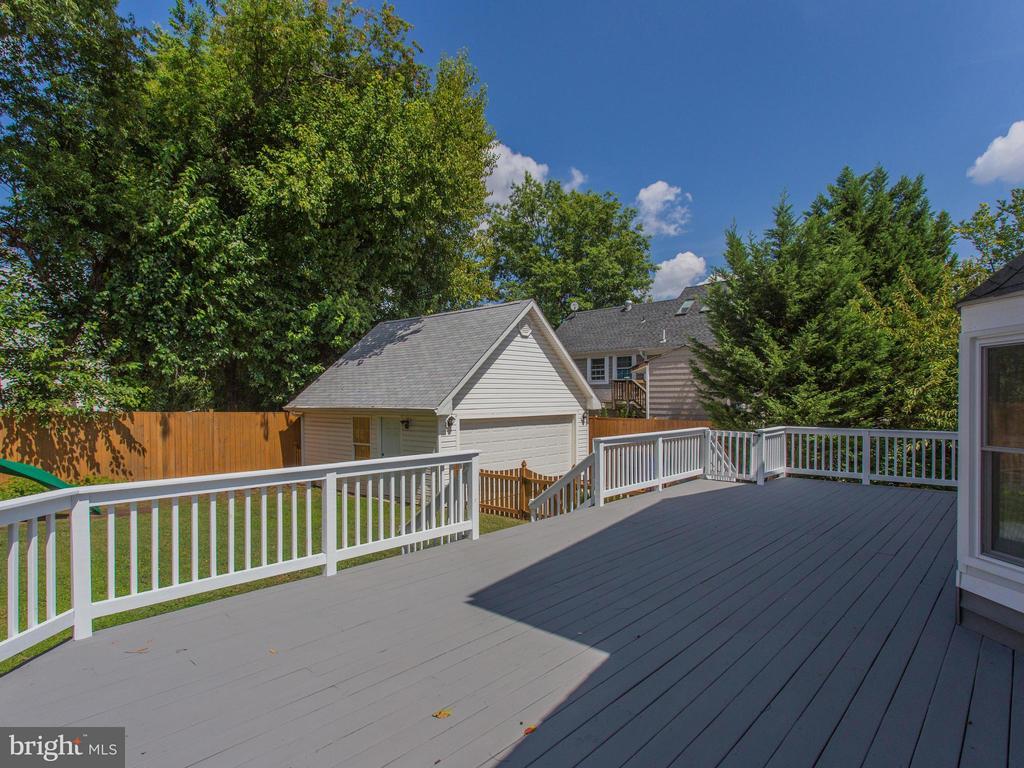 Spacious deck overlooking back yard - 3413 17TH ST S, ARLINGTON