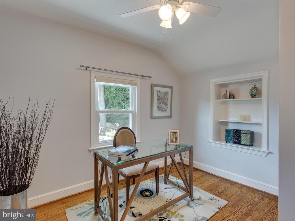 4th Bedroom has built in shelving - 3413 17TH ST S, ARLINGTON