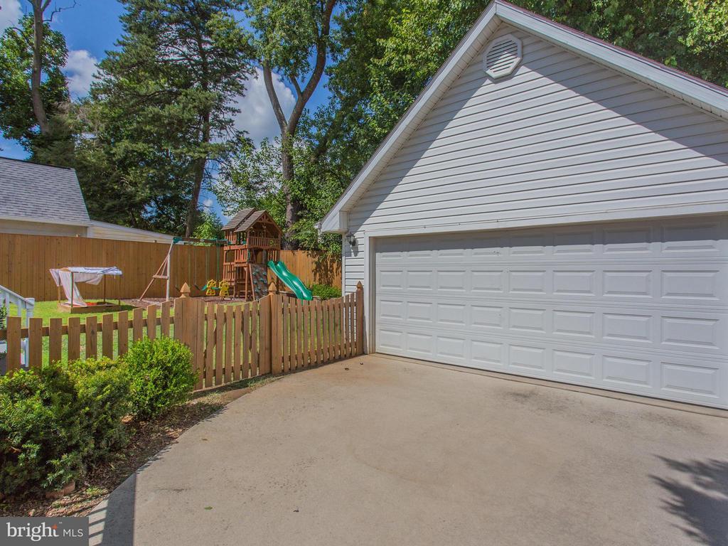 Oversized detached two-car garage - 3413 17TH ST S, ARLINGTON