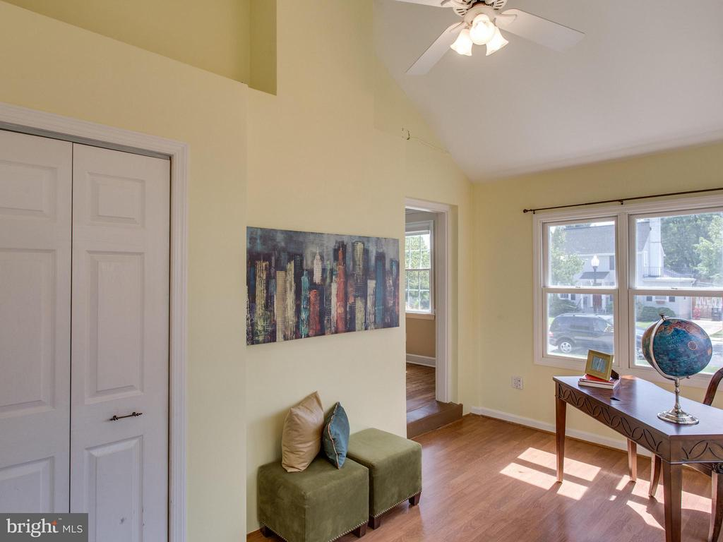 Main level office/playroom has vaulted ceilings - 3413 17TH ST S, ARLINGTON