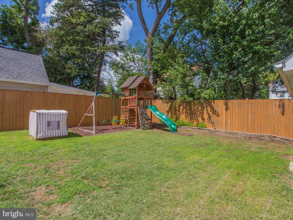 Privacy fence in rear yard + play area too - 3413 17TH ST S, ARLINGTON