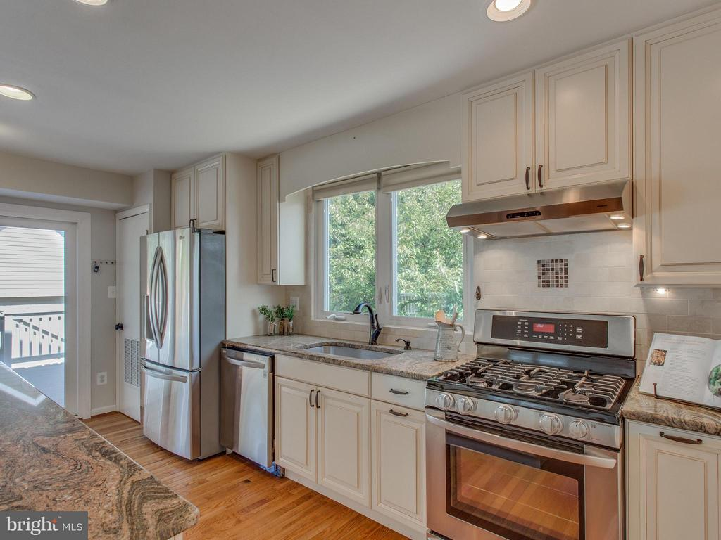 State-of-the-art LG stainless steel appliances - 3413 17TH ST S, ARLINGTON