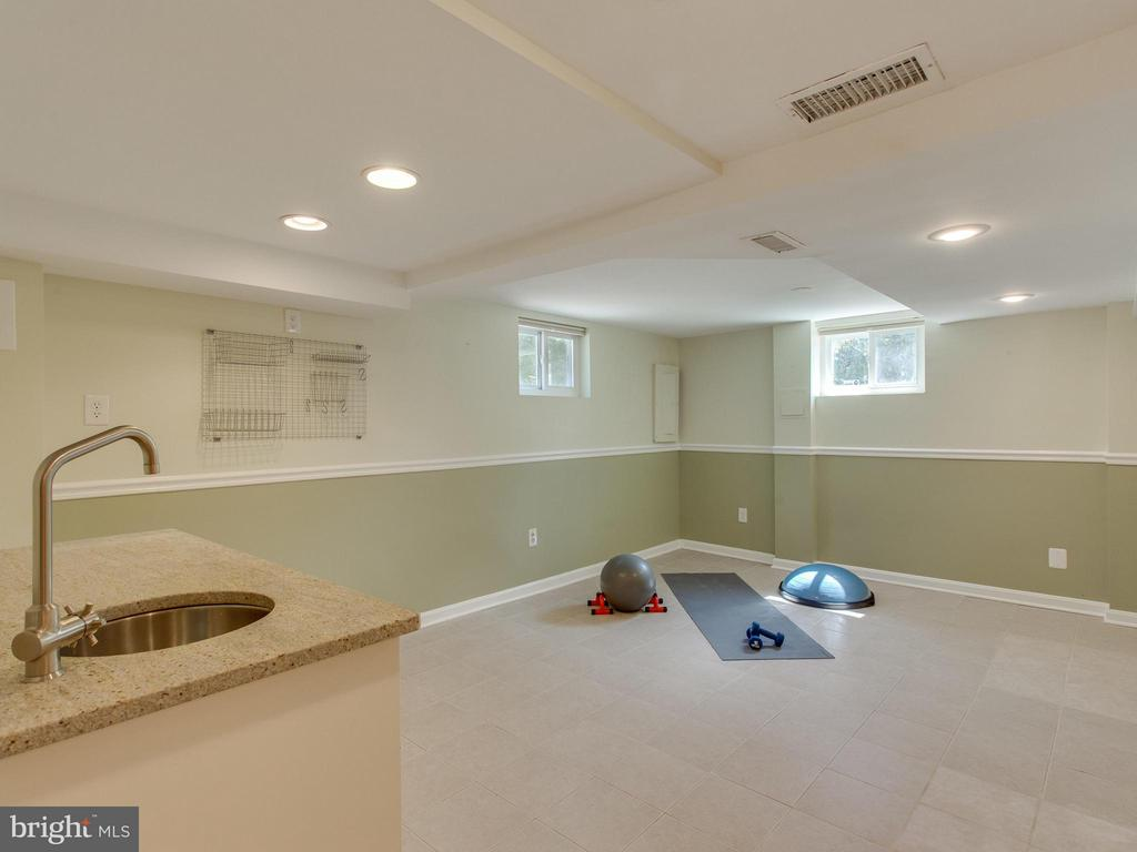 Space for fitness or play room - 3413 17TH ST S, ARLINGTON