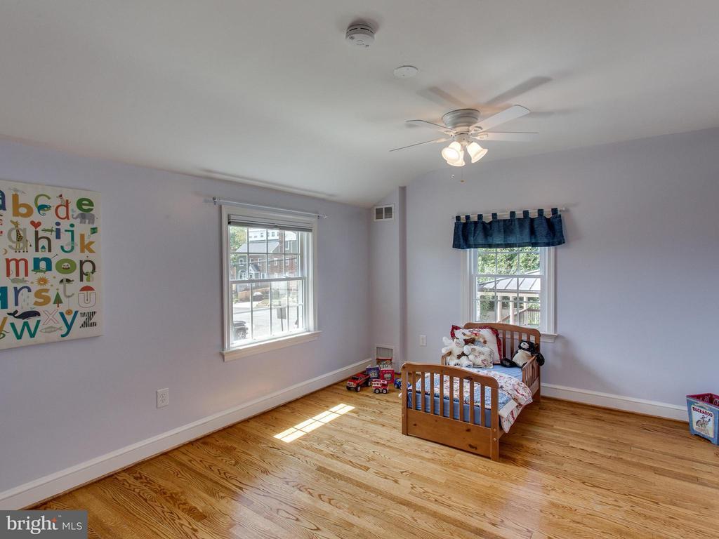 Spacious second bedroom with hardwood floors - 3413 17TH ST S, ARLINGTON