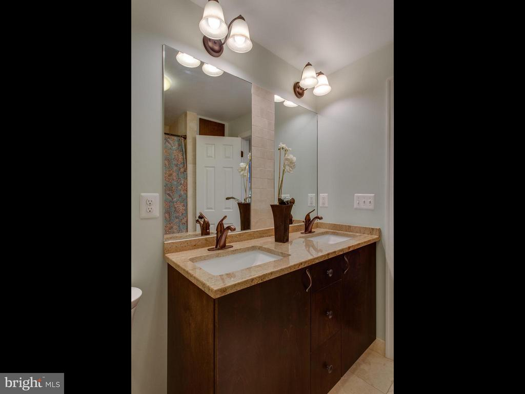 Renovated Upper Level Full Bath with double vanity - 3413 17TH ST S, ARLINGTON