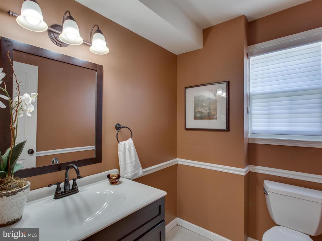 Attractive renovated main level powder room - 3413 17TH ST S, ARLINGTON