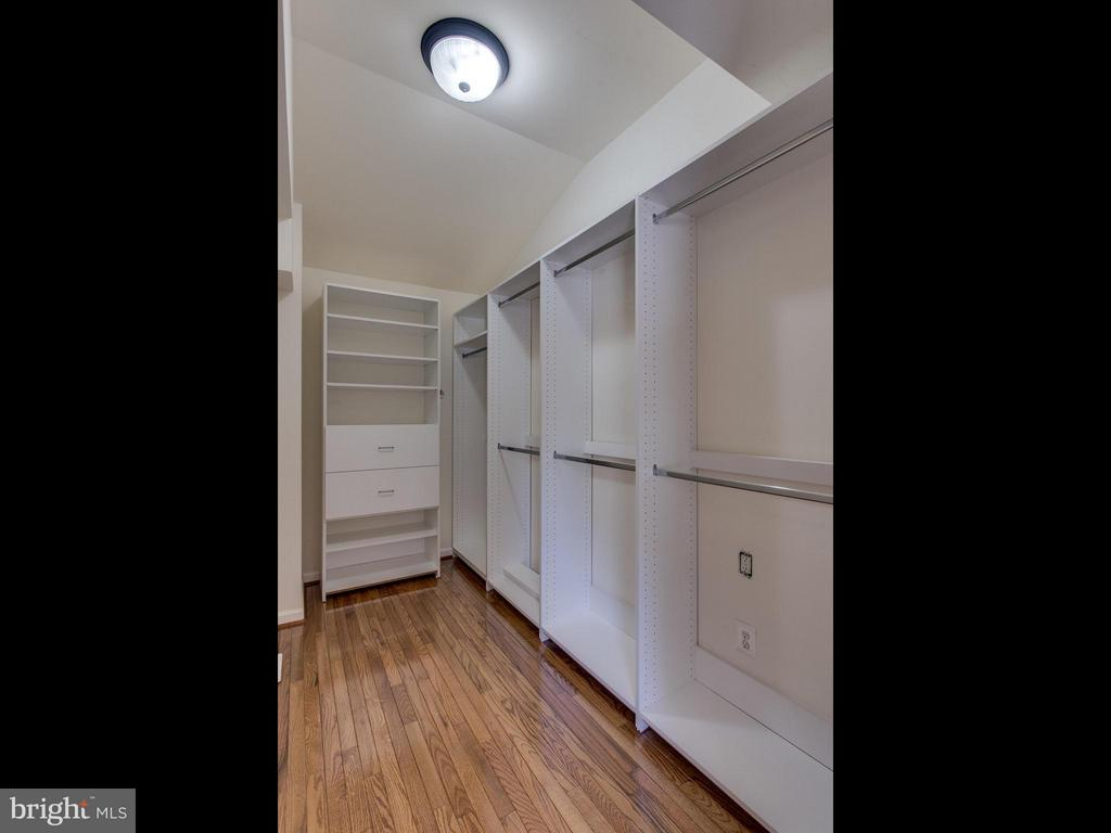 Master Walk In Closet - 3413 17TH ST S, ARLINGTON