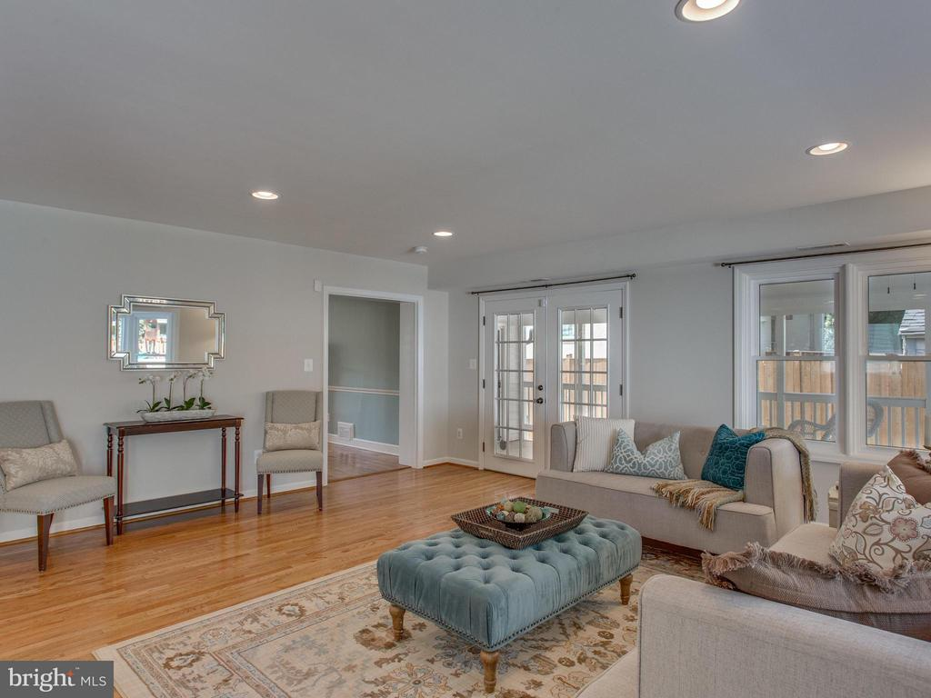 Spacious great room with screened porch access - 3413 17TH ST S, ARLINGTON