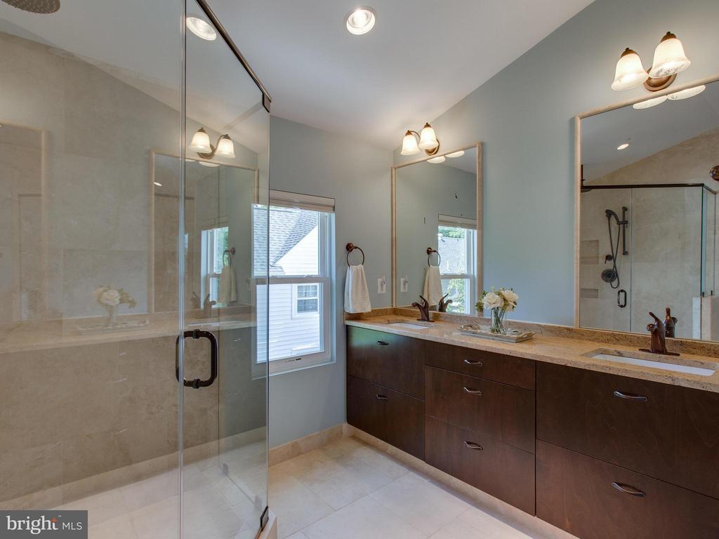 Renovated Master Bath has oversized spa shower - 3413 17TH ST S, ARLINGTON