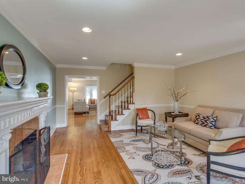 Living room with hardwood floors and WB fireplace - 3413 17TH ST S, ARLINGTON
