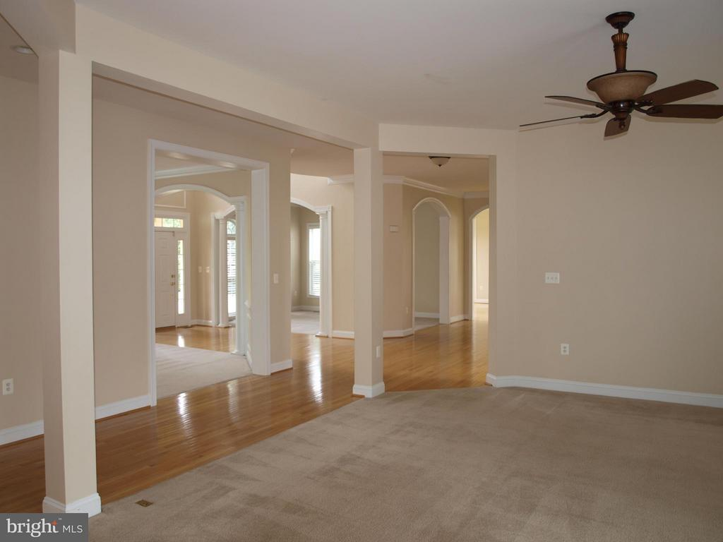 With Fireplace - 206 LAWSON RD SE, LEESBURG