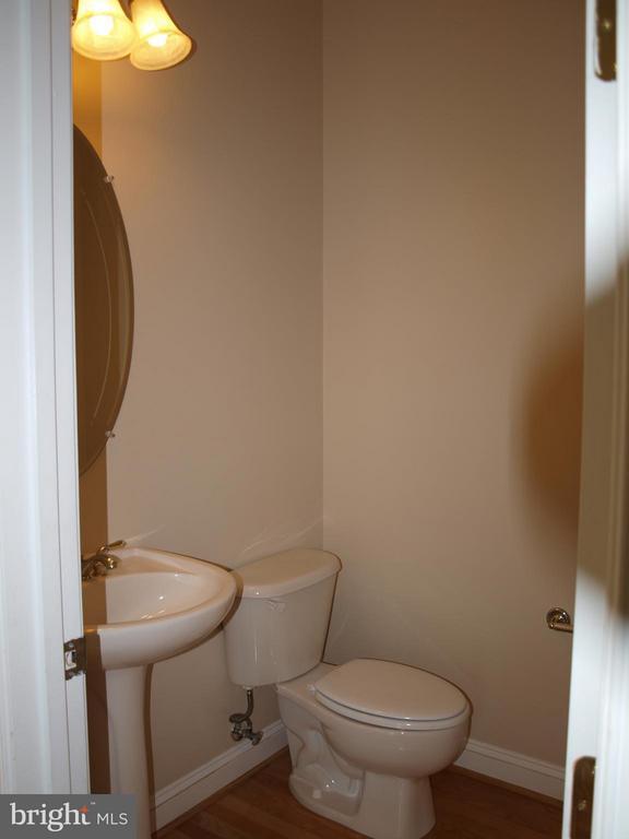 Powder Room - 206 LAWSON RD SE, LEESBURG