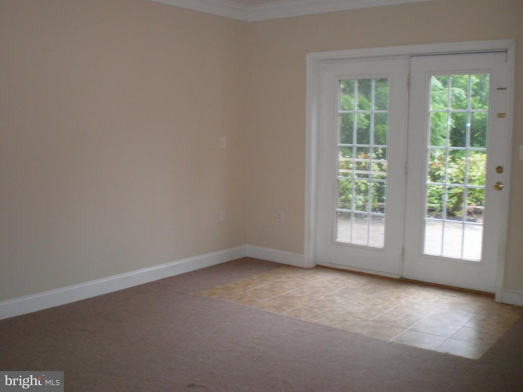 Walkout too! - 206 LAWSON RD SE, LEESBURG
