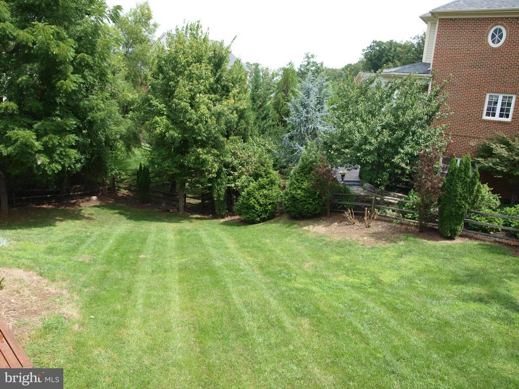 Large backyard - 206 LAWSON RD SE, LEESBURG