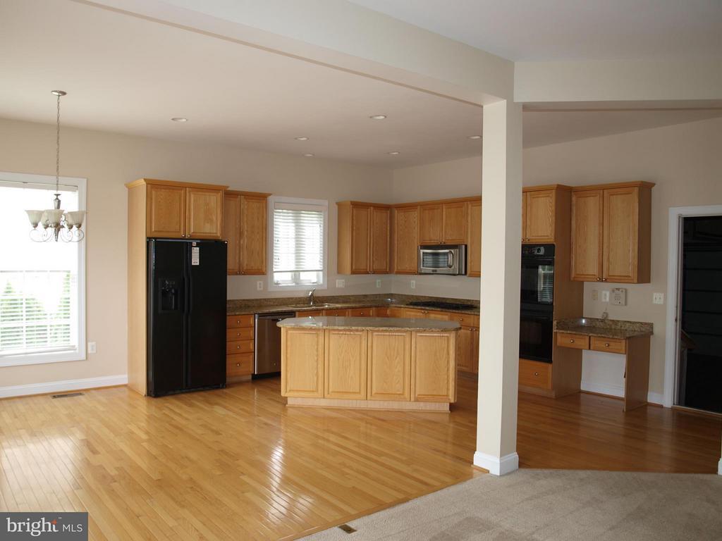 Kitchen - 206 LAWSON RD SE, LEESBURG