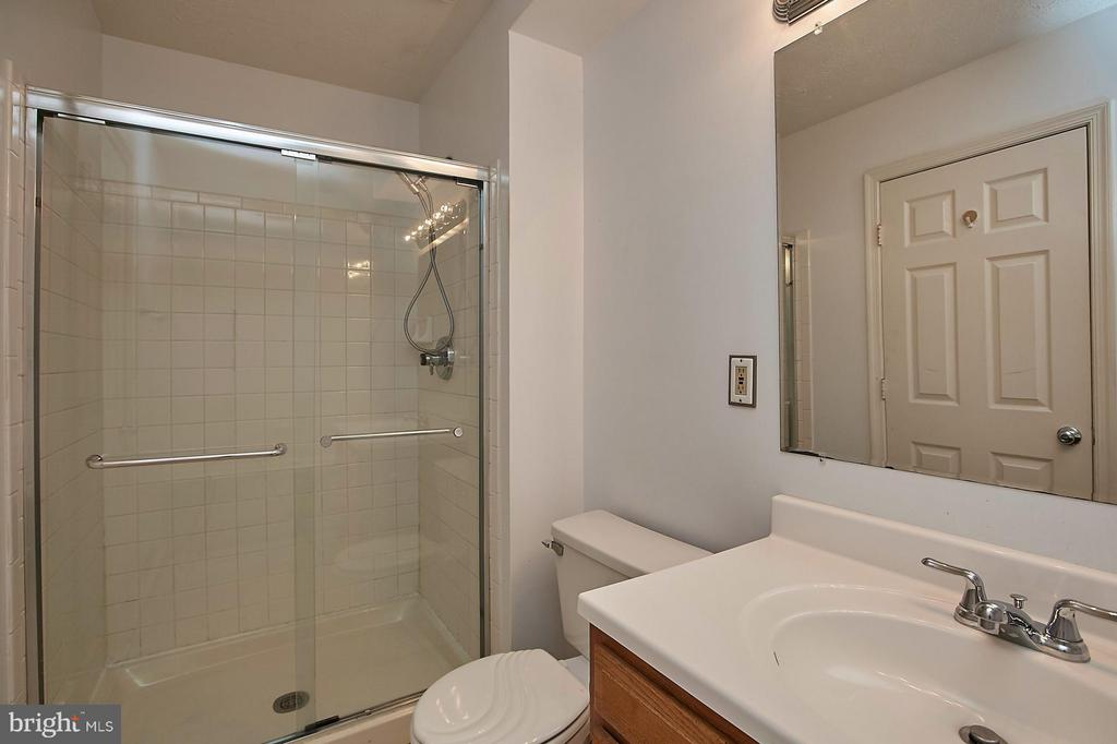 Bath (Master) - 108 BENTLEY CT, STAFFORD