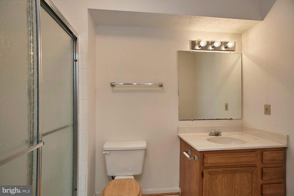 Lower Level Full Bath - 108 BENTLEY CT, STAFFORD