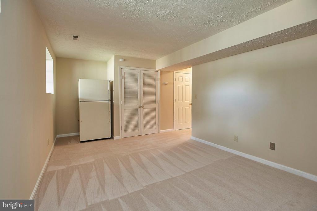 Large Recreation Room - 108 BENTLEY CT, STAFFORD