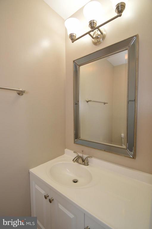 Main Level Half Bath - 5509 CHESHIRE MEADOWS WAY, FAIRFAX