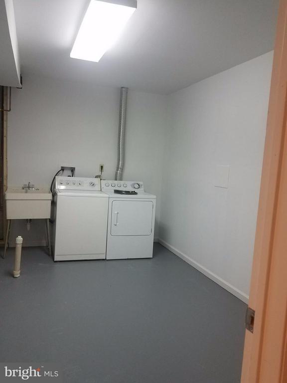 Laundry Room - 5509 CHESHIRE MEADOWS WAY, FAIRFAX