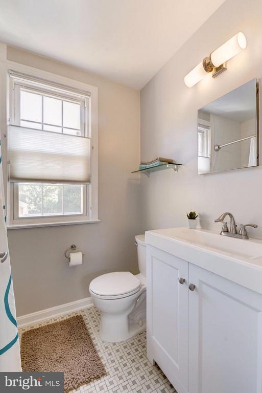 NEW Vanity, Med Cabinet & Subway Tiled Bath - 2729 ORDWAY ST NW #5, WASHINGTON