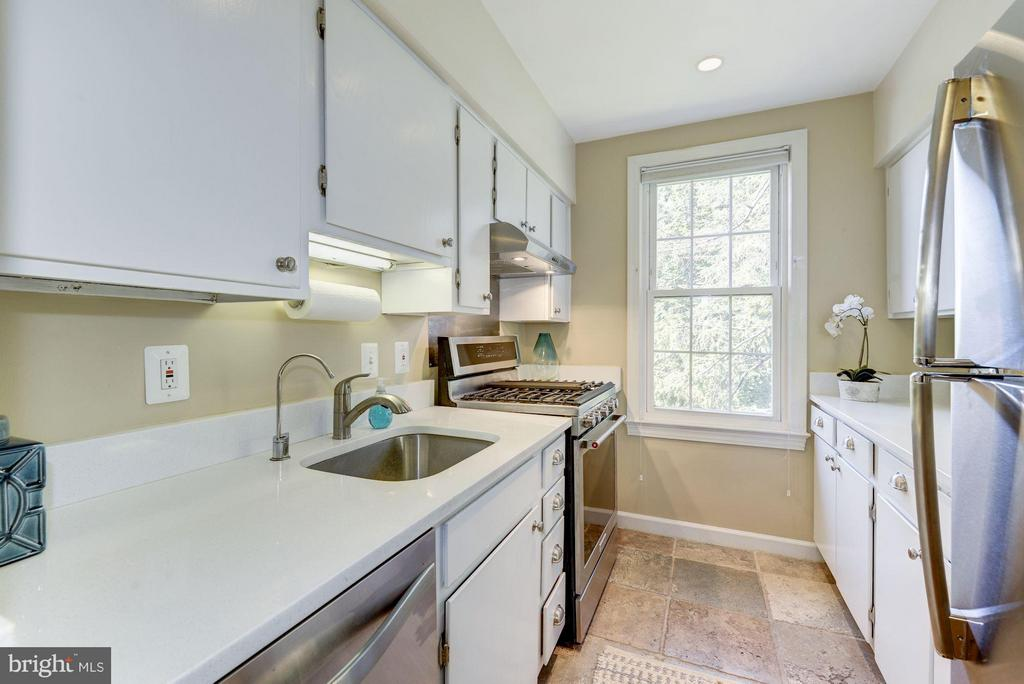 Quartz Counters and One Year Old SS Appliances - 2729 ORDWAY ST NW #5, WASHINGTON