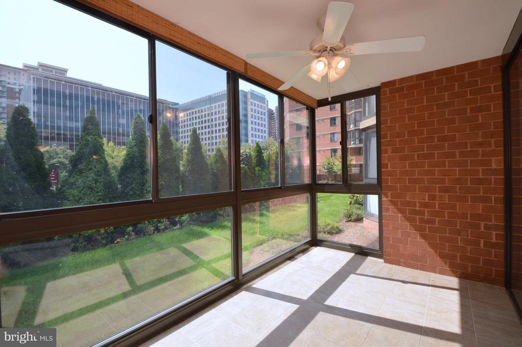 Sunroom - 1001 RANDOLPH ST #112, ARLINGTON