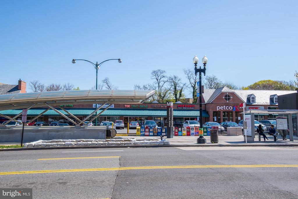 Plenty of options for dining & shopping. - 2729 ORDWAY ST NW #5, WASHINGTON