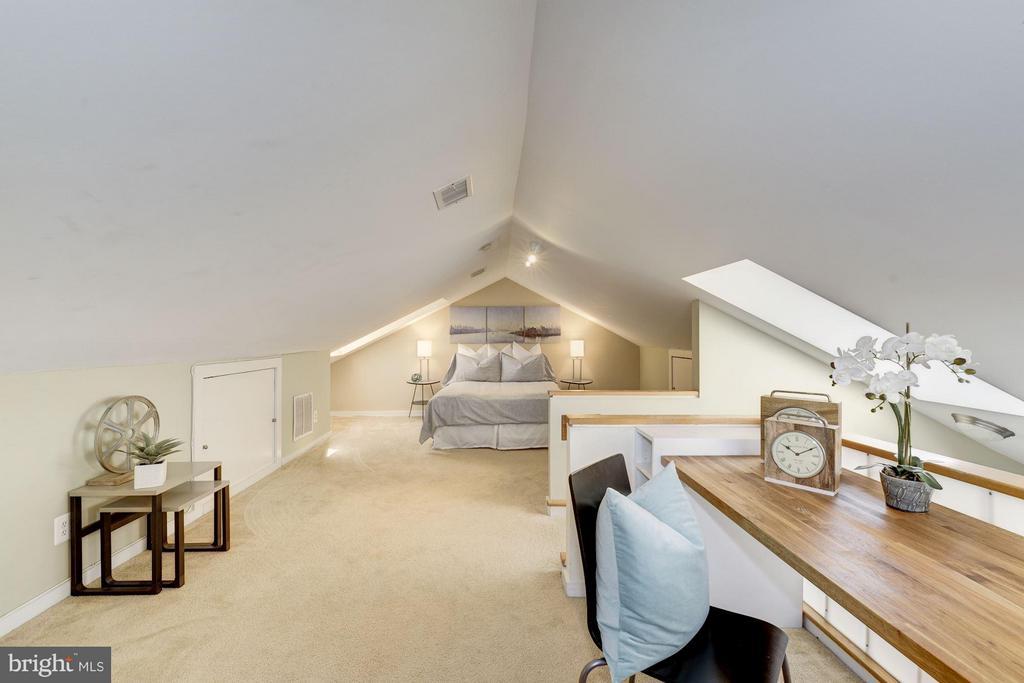 Large Loft/2nd Bedroom - 2729 ORDWAY ST NW #5, WASHINGTON