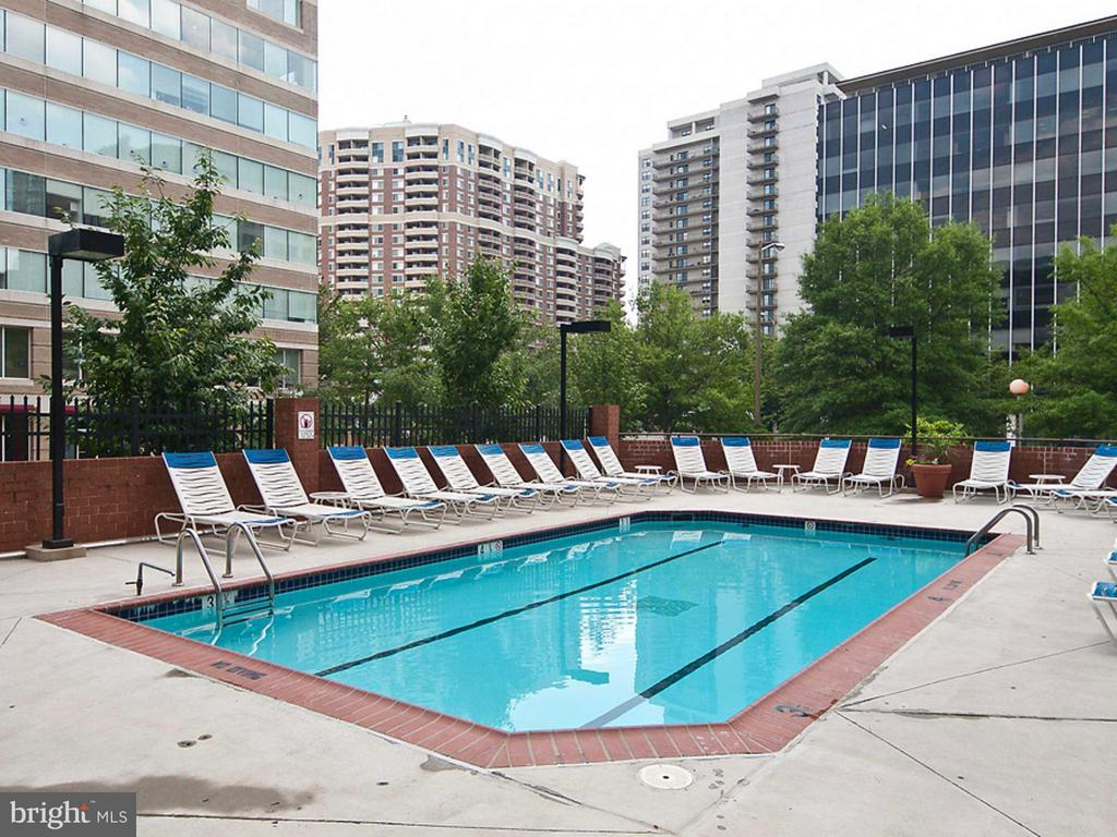 Pool - 1001 RANDOLPH ST #112, ARLINGTON