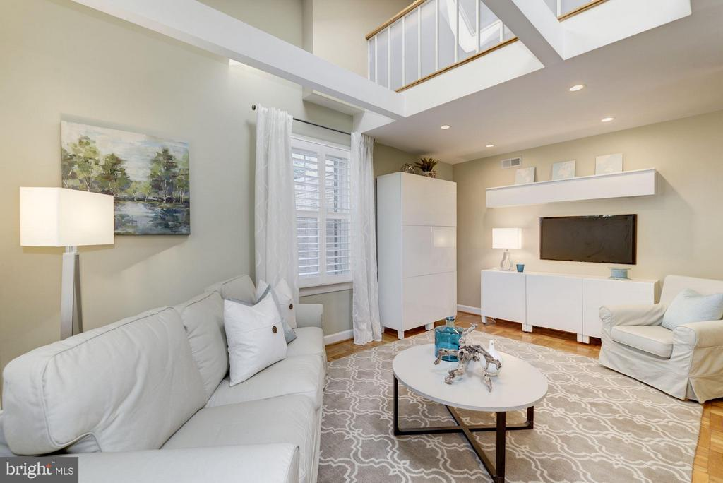 Great Natural Light w/ 3 Exposures - 2729 ORDWAY ST NW #5, WASHINGTON