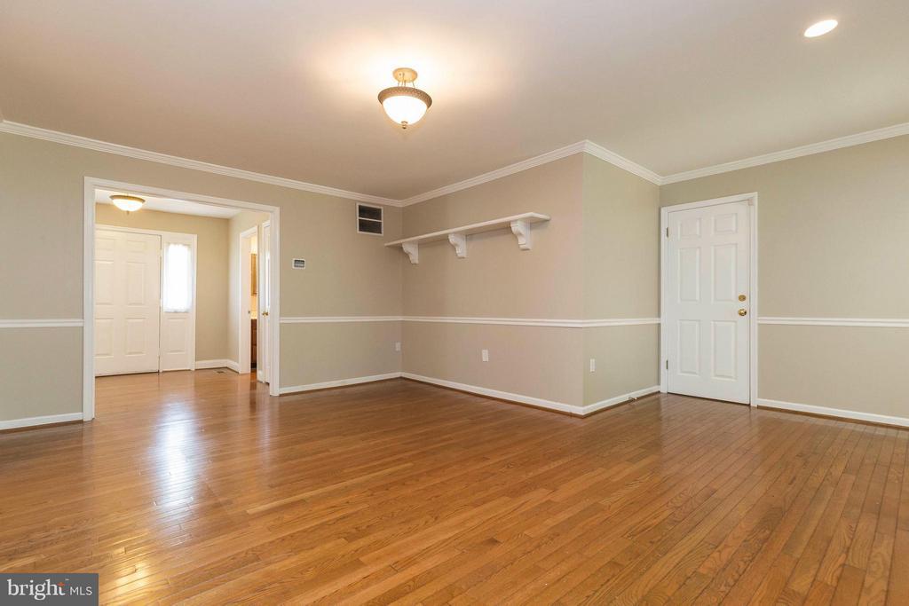 Family Room - 10710 OAKENSHAW CT, BURKE